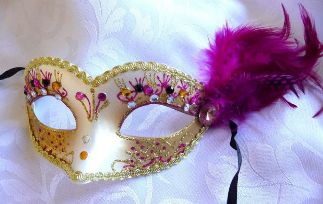 Petite Cerisefeather Mask (1)